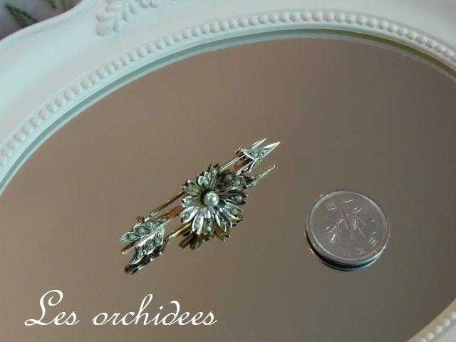 フランスアンティークブローチ 花と矢